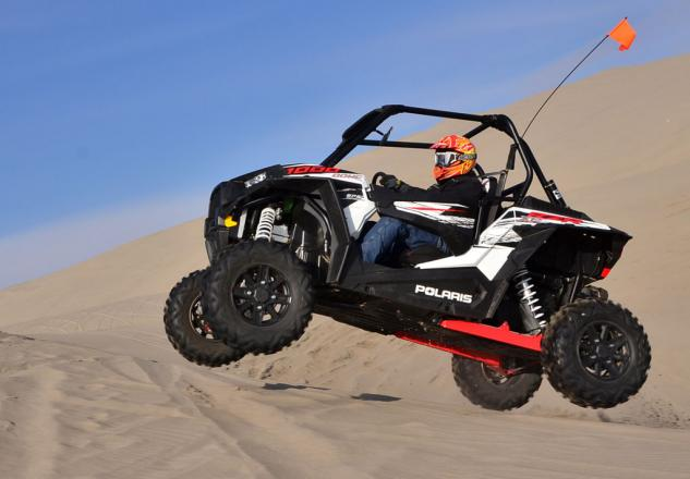 2014-Polaris-RZR-XP-1000-Action-Jump-02